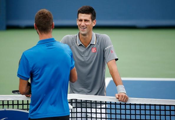 Cu tweener dang cap cua doi thu khien Djokovic ngo ngang hinh anh