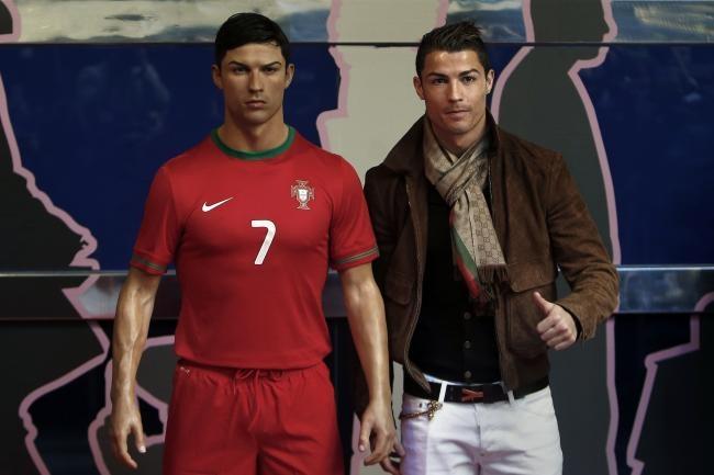 Ronaldo chi 20.000 bang sao chep tuong sap cua ban than hinh anh