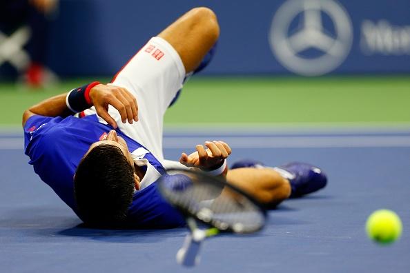 Djokovic nga xuoc tay chan van dang quang US Open hinh anh