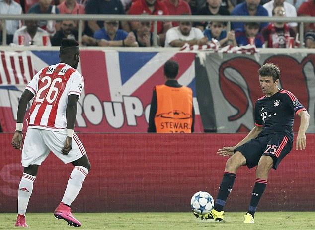 Canh sat Hy Lap tran ap fan Bayern bang dui cui hinh anh 10