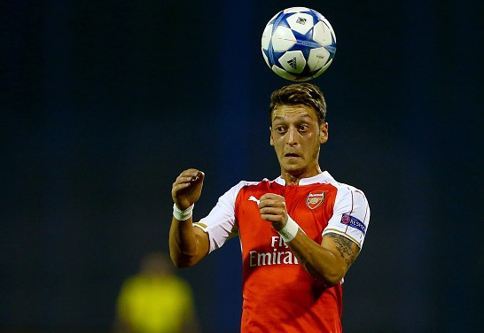 Arsenal tang luong ky luc de troi chan Oezil hinh anh