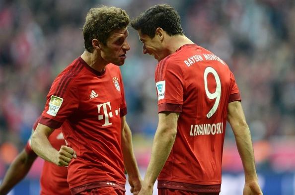 Lewandowski, Mueller lap cu dup giup Bayern ha Dortmund 5-1 hinh anh