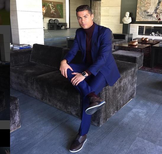 Ronaldo hao hung ra mat mau giay CR7 hinh anh 5