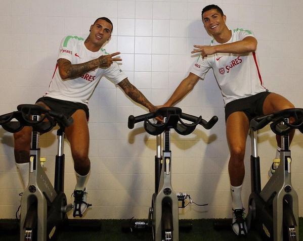 Ronaldo hao hung ra mat mau giay CR7 hinh anh 8
