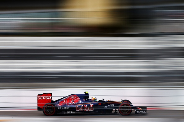 Tay dua F1 thoat chet sau cu dam o van toc 320 km/h hinh anh 1
