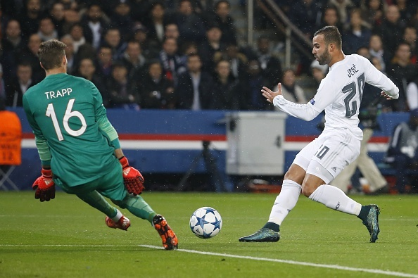 Ronaldo kem duyen, Real chia diem tren san PSG hinh anh 11