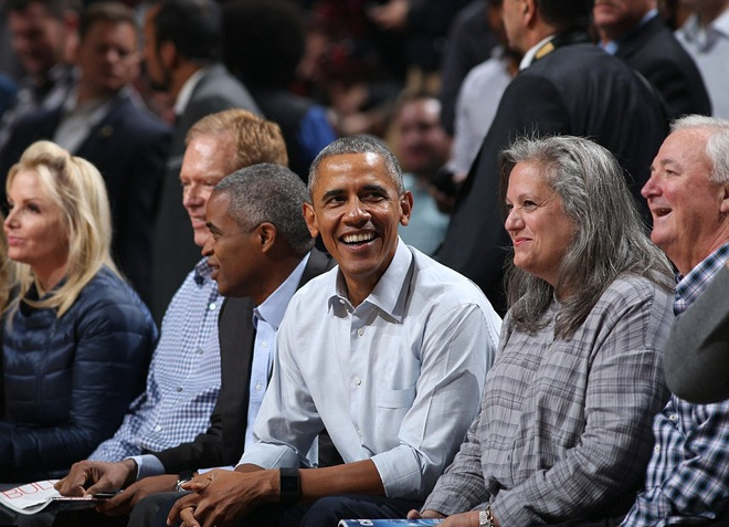 Tong thong Obama vui ve du tran khai man NBA hinh anh