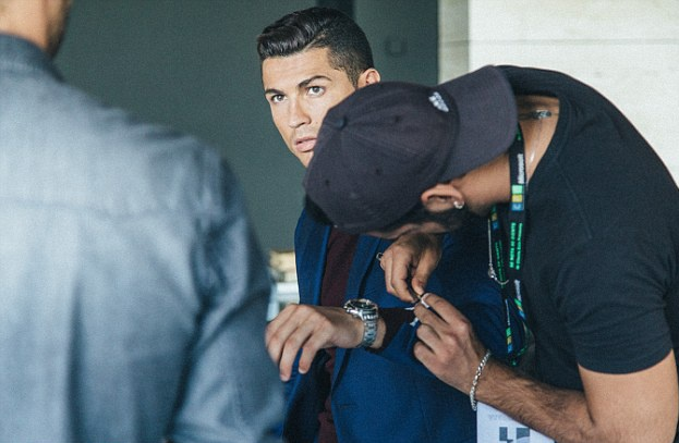 Ronaldo banh bao quang ba thuong hieu thoi trang CR7 hinh anh 7