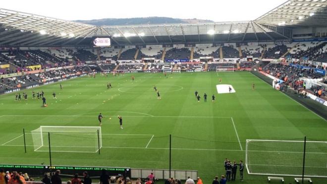 Thang dam Swansea, Arsenal tiep tuc bam sat Man City hinh anh 4