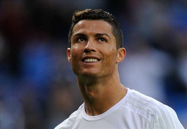 Ronaldo: 'Toi hay hon Messi' hinh anh