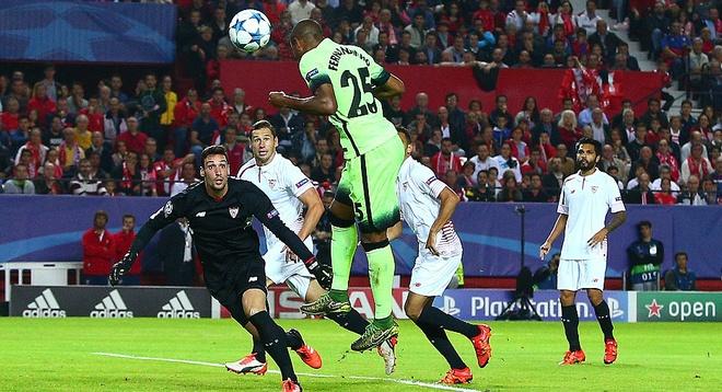 Ha Sevilla 3-1, Man City gianh ve vao vong knock-out hinh anh 4