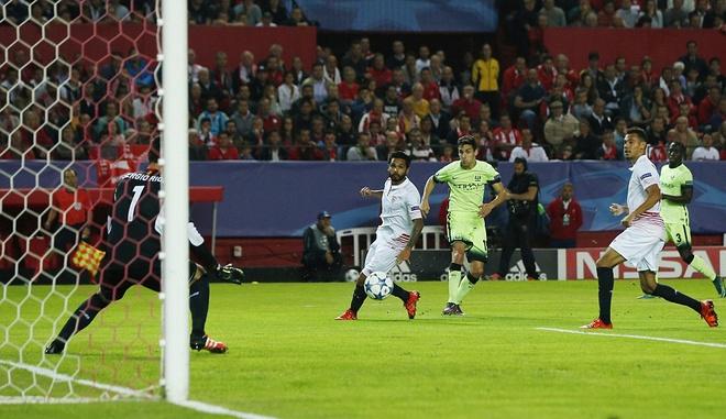 Ha Sevilla 3-1, Man City gianh ve vao vong knock-out hinh anh 9