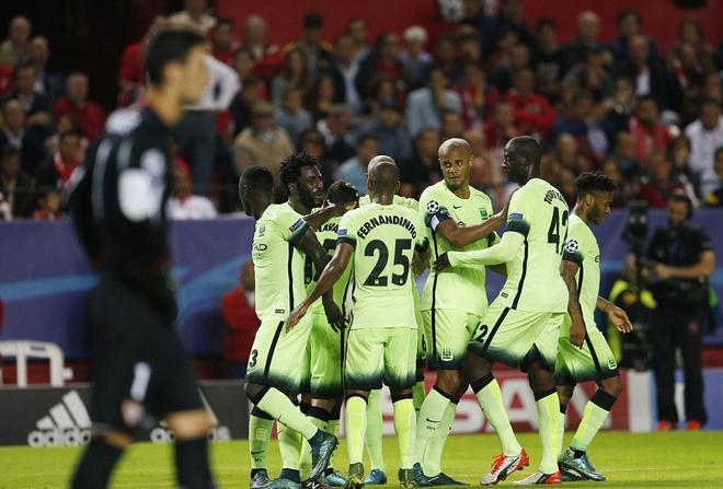 Ha Sevilla 3-1, Man City gianh ve vao vong knock-out hinh anh 5