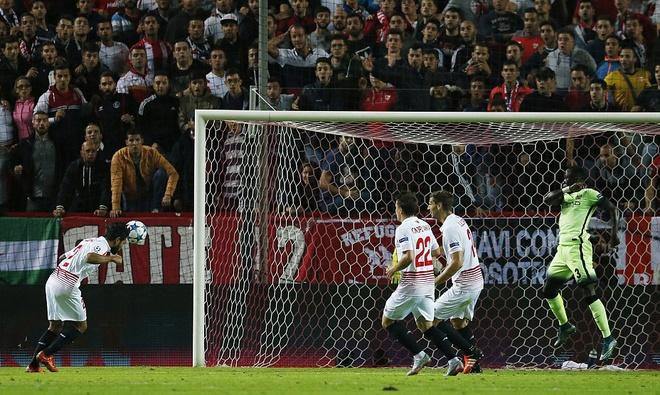 Ha Sevilla 3-1, Man City gianh ve vao vong knock-out hinh anh 6