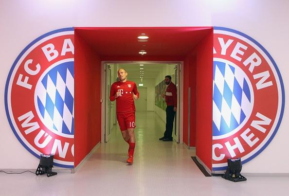 Bayern 4-0 Stuttgart: Lewandowski tiep tuc bo xa Ronaldo hinh anh 7