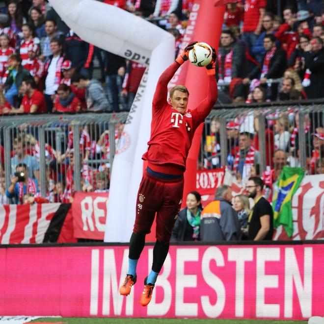 Bayern 4-0 Stuttgart: Lewandowski tiep tuc bo xa Ronaldo hinh anh 8