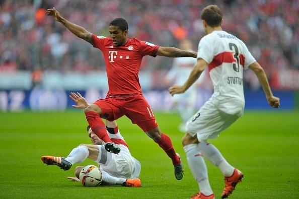 Bayern 4-0 Stuttgart: Lewandowski tiep tuc bo xa Ronaldo hinh anh 15