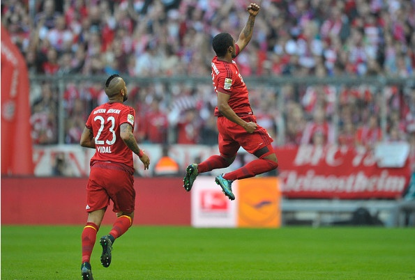 Bayern 4-0 Stuttgart: Lewandowski tiep tuc bo xa Ronaldo hinh anh 19