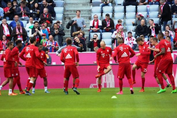 Bayern 4-0 Stuttgart: Lewandowski tiep tuc bo xa Ronaldo hinh anh 9
