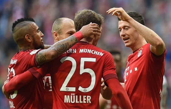 Bayern 4-0 Stuttgart: Lewandowski tiep tuc bo xa Ronaldo hinh anh 1