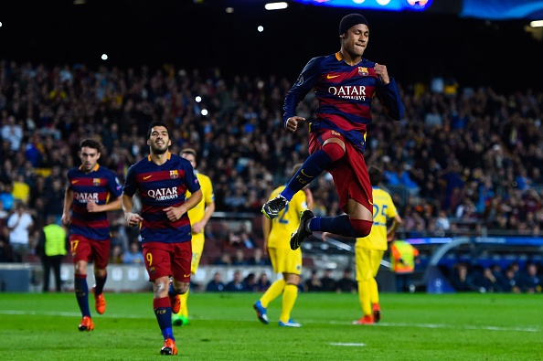 Neymar xung dang vuot Messi, Ronaldo gianh 'Qua bong vang'? hinh anh 2