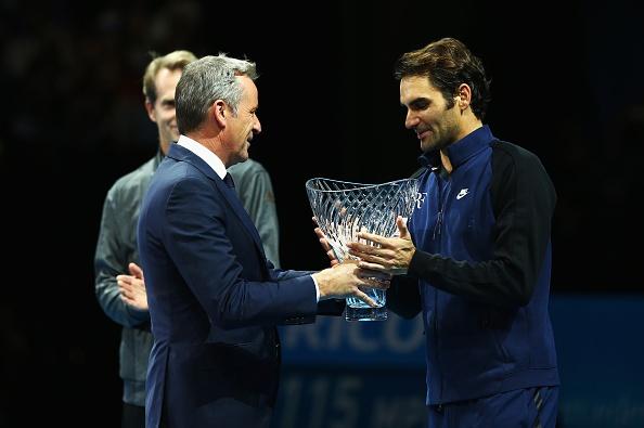 Federer nhan 2 danh hieu tai ATP World Tour Finals hinh anh 2
