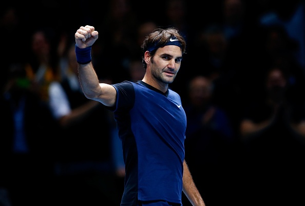 Ha Djokovic, Federer vao ban ket ATP World Tour Finals hinh anh