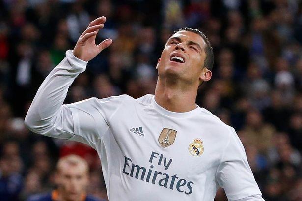 Ronaldo phan ung gian du sau tran El Clasico hinh anh