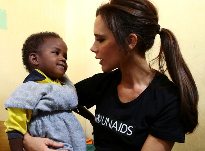 Vo chong Beckham tich cuc tham gia phong chong AIDS hinh anh