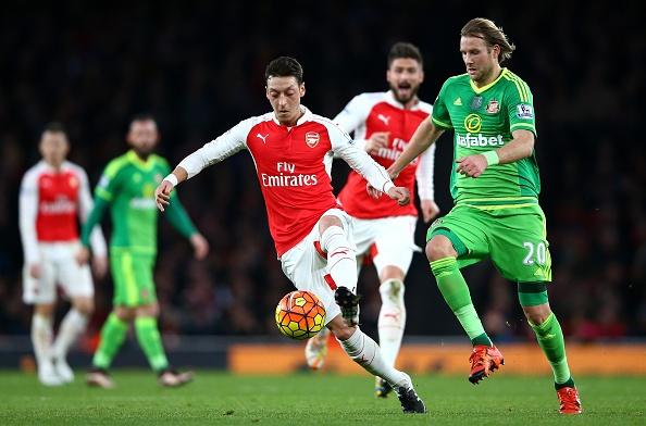 Danh bai Sunderland 3-1, Arsenal len ngoi nhi bang hinh anh 1