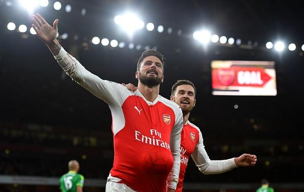 Danh bai Sunderland 3-1, Arsenal len ngoi nhi bang hinh anh