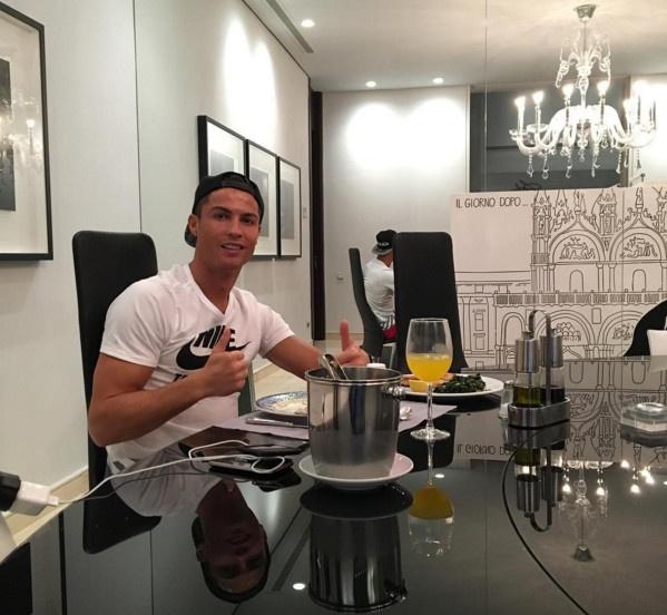 Sir Alex tiet lo ly do giup Ronaldo toa sang tai Real hinh anh 1