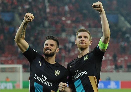 Arsenal thoat hiem, Chelsea can dich o ngoi dau hinh anh