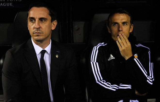 Gary Neville co su khoi dau te hai cung Valencia hinh anh