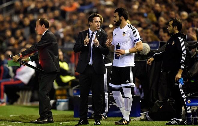 Gary Neville co su khoi dau te hai cung Valencia hinh anh 7