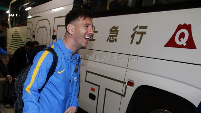 Hang nghin fan chao don Messi, Suarez, Neymar den Nhat Ban hinh anh 9