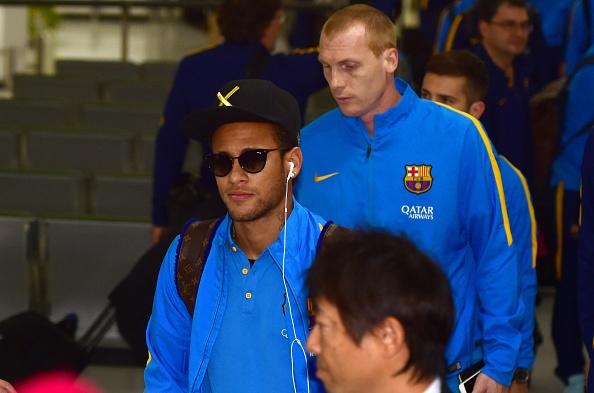 Hang nghin fan chao don Messi, Suarez, Neymar den Nhat Ban hinh anh 10