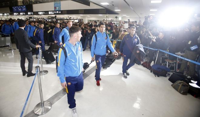 Hang nghin fan chao don Messi, Suarez, Neymar den Nhat Ban hinh anh 8