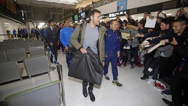 Hang nghin fan chao don Messi, Suarez, Neymar den Nhat Ban hinh anh 7