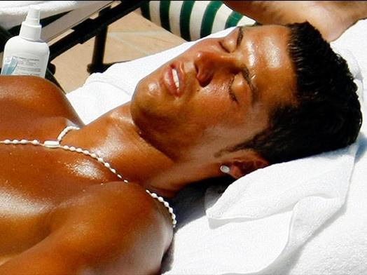 Ronaldo thuong danh nua ngay de ngu hinh anh
