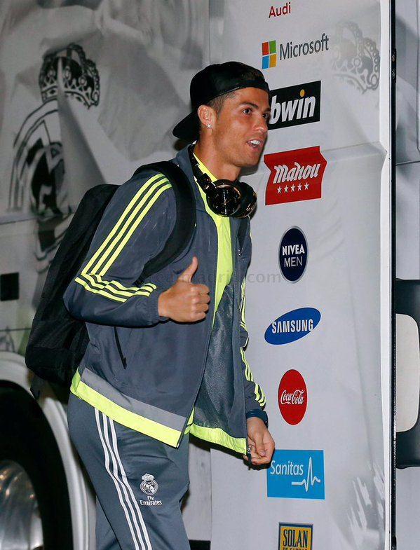 Ronaldo lap cu dup, Real bam duoi Barca hinh anh 8