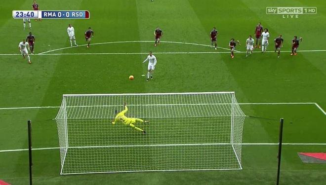Ronaldo lap cu dup, Real bam duoi Barca hinh anh 11