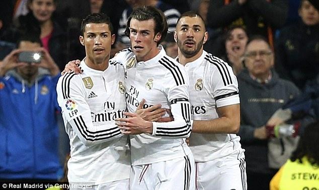Ronaldo lap cu dup, Real bam duoi Barca hinh anh 4