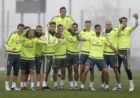 Ronaldo lap cu dup, Real bam duoi Barca hinh anh 5