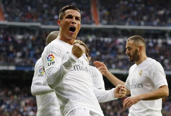 Ronaldo lap cu dup, Real bam duoi Barca hinh anh 1