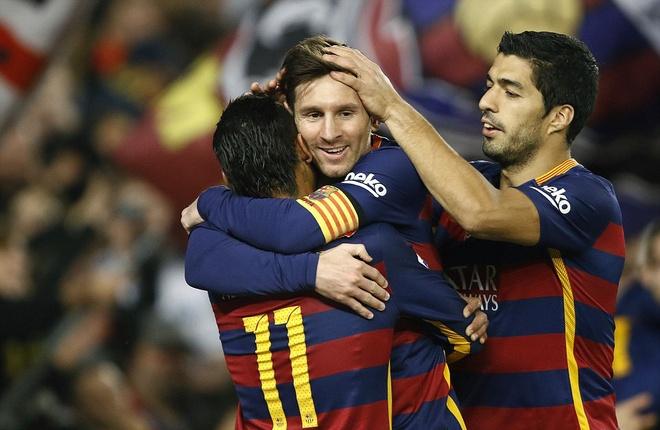 Messi ghi ban o tran thu 500, Barca doi lai ngoi dau tu Real hinh anh 1