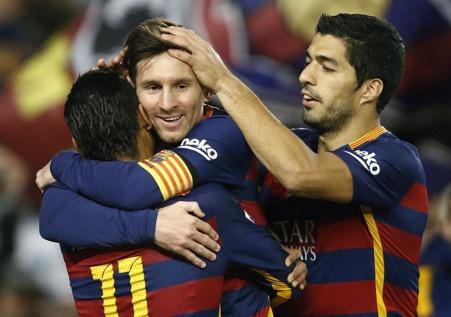 Messi ghi ban o tran thu 500, Barca doi lai ngoi dau tu Real hinh anh
