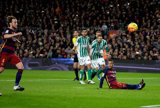 Messi ghi ban o tran thu 500, Barca doi lai ngoi dau tu Real hinh anh 4