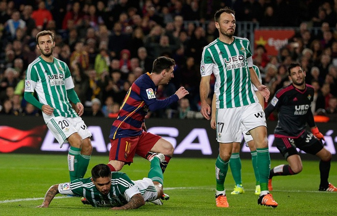 Messi ghi ban o tran thu 500, Barca doi lai ngoi dau tu Real hinh anh 5