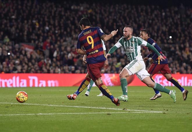Messi ghi ban o tran thu 500, Barca doi lai ngoi dau tu Real hinh anh 7